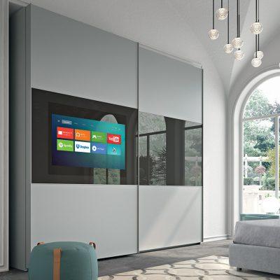 """TELEMACO presenta un'anta scorrevole e sporgente, con predisposizione per installazione di un televisore max 43"""".  Sicuro, costruito secondo norme di sicurezza vigenti, mantiene nitidezza di immagini e permette l'installazione di più tipologie di TV, dal LED ad ULTRA HD."""